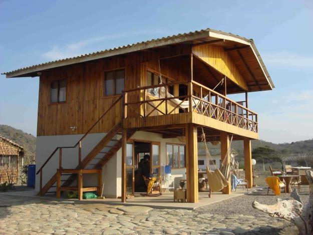 maison de plage avec 2 pavimetnos avec balcon en haut et en bas