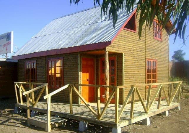 simple maison de plage à toit haut