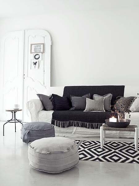 Tapis au crochet noir et blanc pour le salon
