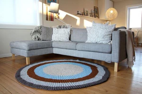 Tapis de sol au crochet en gris, bleu et marron