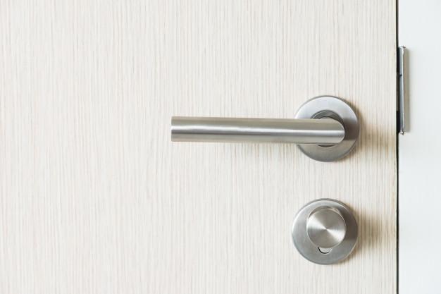 Comment installer une serrure de porte