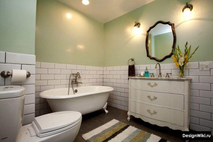 Salle de bain de style provençal avec des carreaux de brique blanche