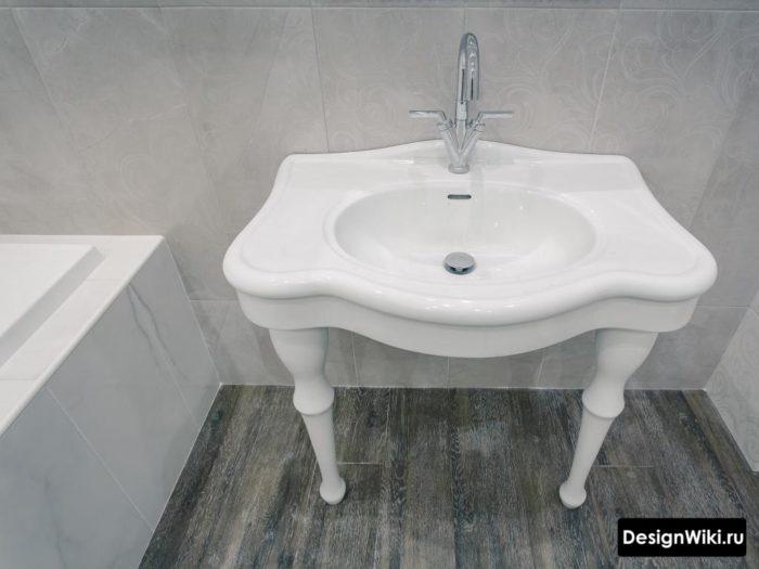 Lavabo classique avec pieds
