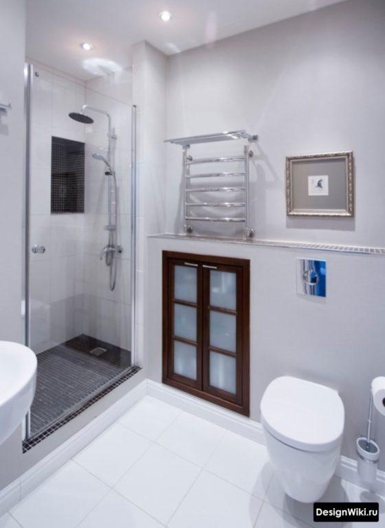 Un mélange de style moderne et classique dans la salle de bain