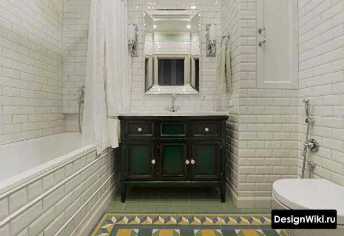 Réparation d'une salle de bain à Khrouchtchev avec alignement mural