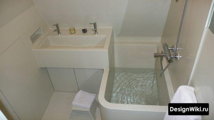 La conception de la salle de bain est plus petite qu'à Khrouchtchev