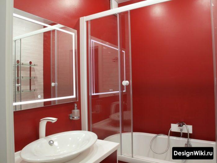 La combinaison du rouge et du blanc dans la salle de bain à Khrouchtchev