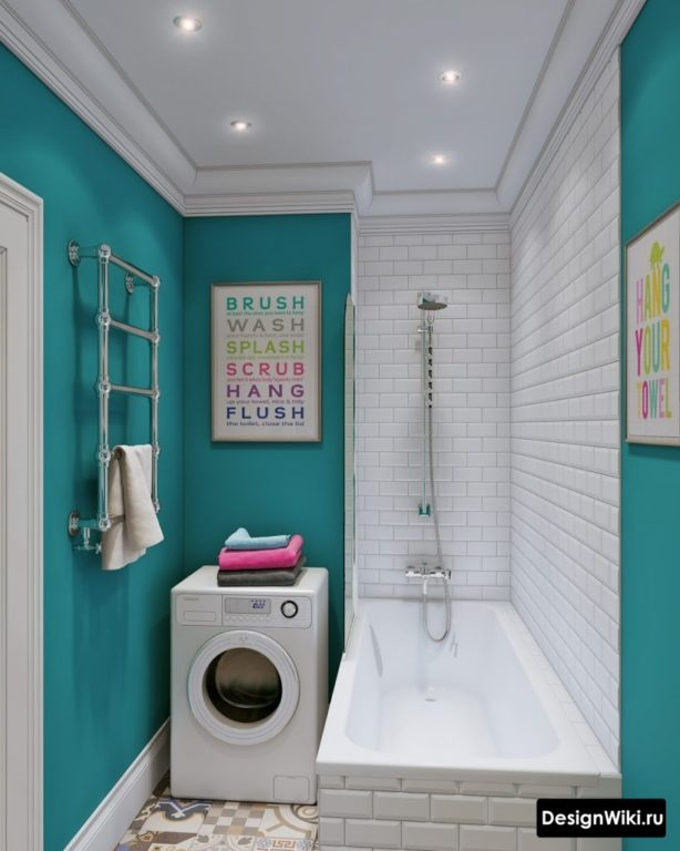 La combinaison du blanc et du bleu dans la salle de bain à Khrouchtchev