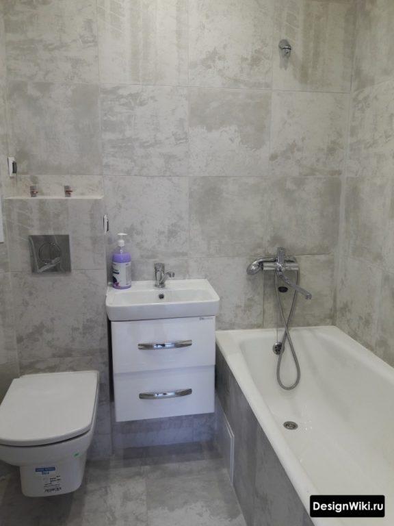Finition de tous les murs de la salle de bain avec Khrouchtchev 1 type de carrelage