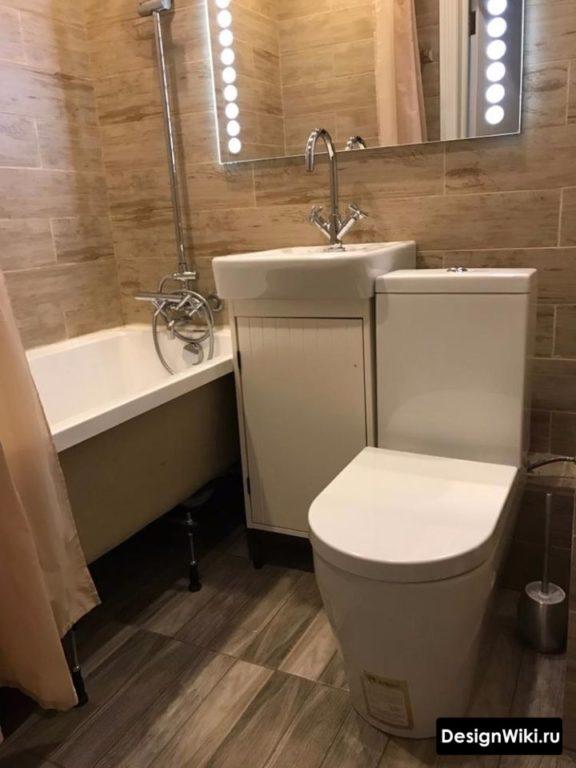 Carrelage imitation bois dans la salle de bain à Khrouchtchev
