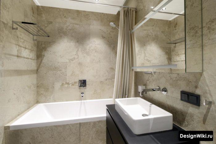 Carreaux effet pierre mat frais dans la salle de bain