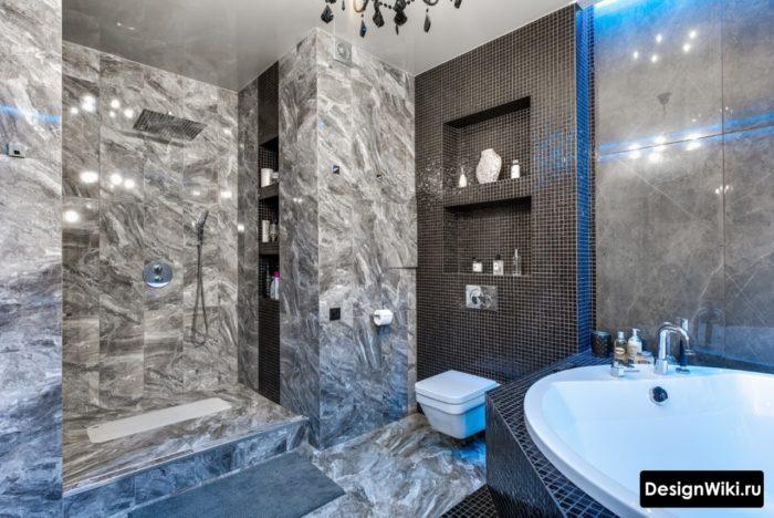 Carreaux sans couture dans la salle de bain