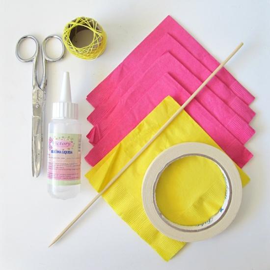 Matériaux pour faire une fleur à partir de serviettes