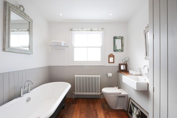 doublure sur le mur du sol dans la salle de bain