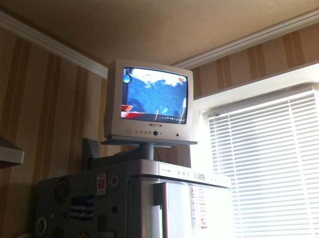 TV sur le frigo