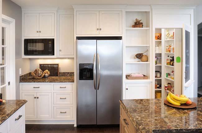 Comment utiliser l'espace au-dessus du réfrigérateur