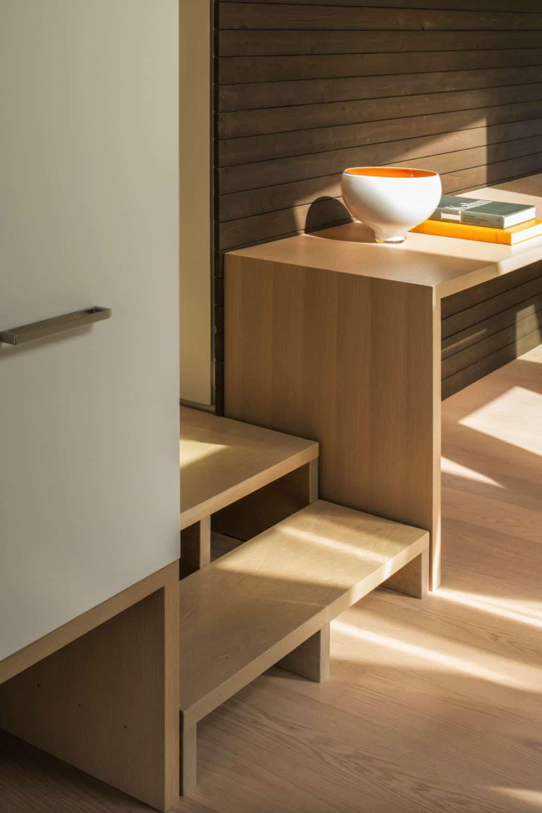 détail-escalier-bureau-maison-moderne