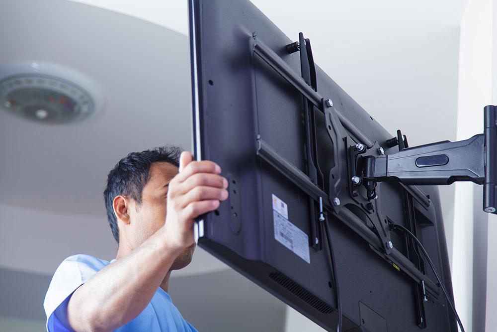 step-2 À quelle hauteur installer le téléviseur dans votre chambre?  (Répondu)