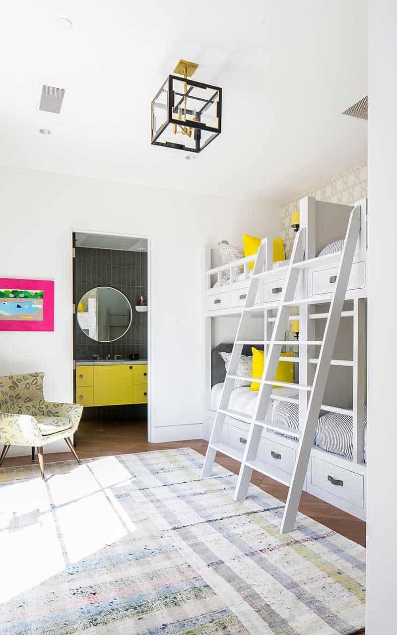 chambre à coucher superposée moderne pour enfants du milieu du siècle