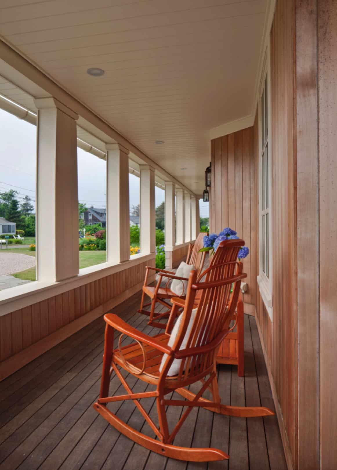 patio-couvert-de-maison-de-plage-de style bardeau