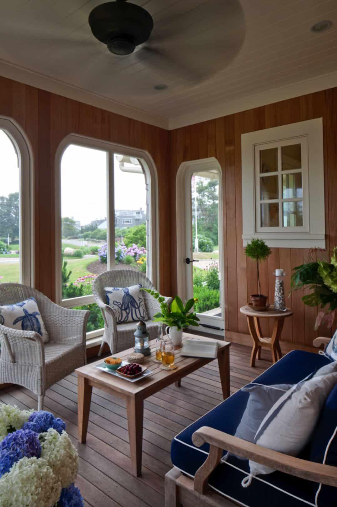 porche-moustiquaire-maison-de-plage-de style bardeau