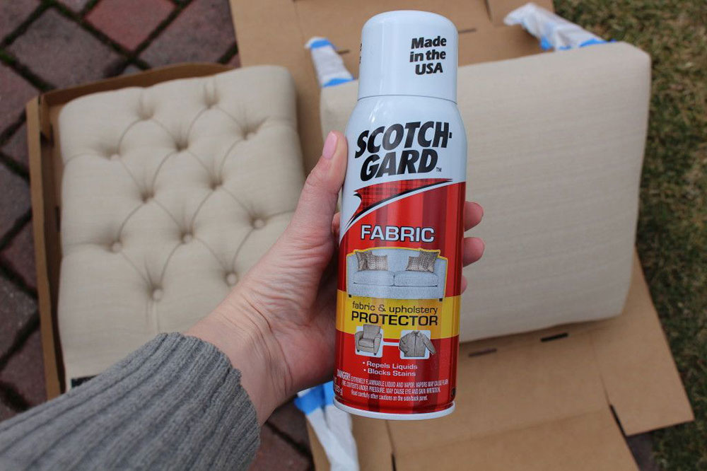 tissu-spray Comment nettoyer les meubles en microfibre pour leur donner un aspect neuf