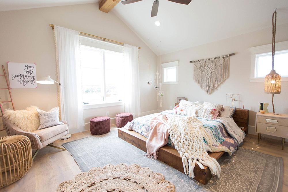 Rustic-Contemporary-Bedroom-by-Urbanology-Designs Les meilleurs conseils de design d'intérieur et de décoration des années 70 que vous pouvez utiliser