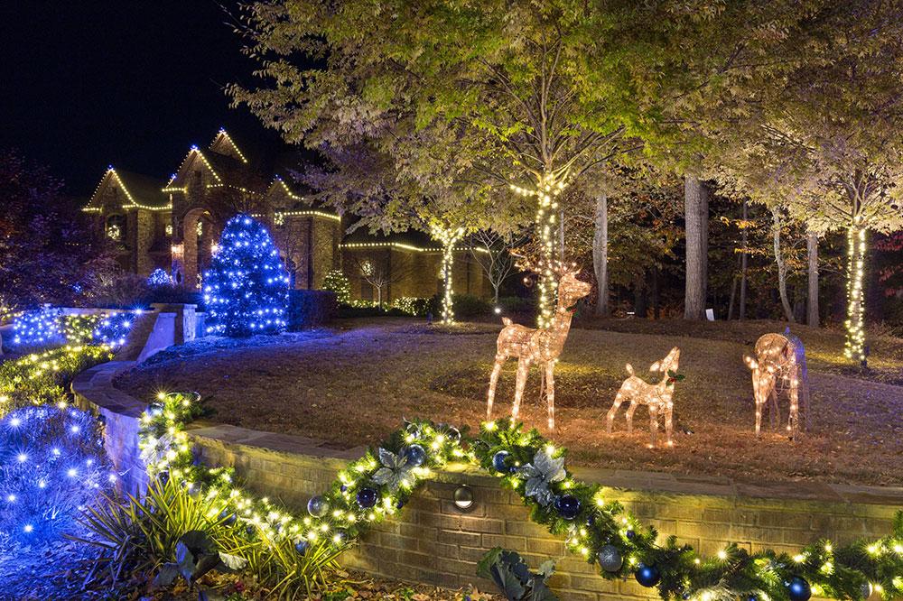 Acworth-Christmas-Lighting-2016-by-Lights-Over-Atlanta Idées de lumières de Noël d'extérieur à utiliser lors de la décoration de votre maison
