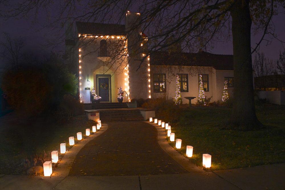 Éclairage de transition-décoratif-FLIC-Luminaries-by-FLI-Luminaries-LLC Idées de lumières de Noël d'extérieur à utiliser lors de la décoration de votre maison