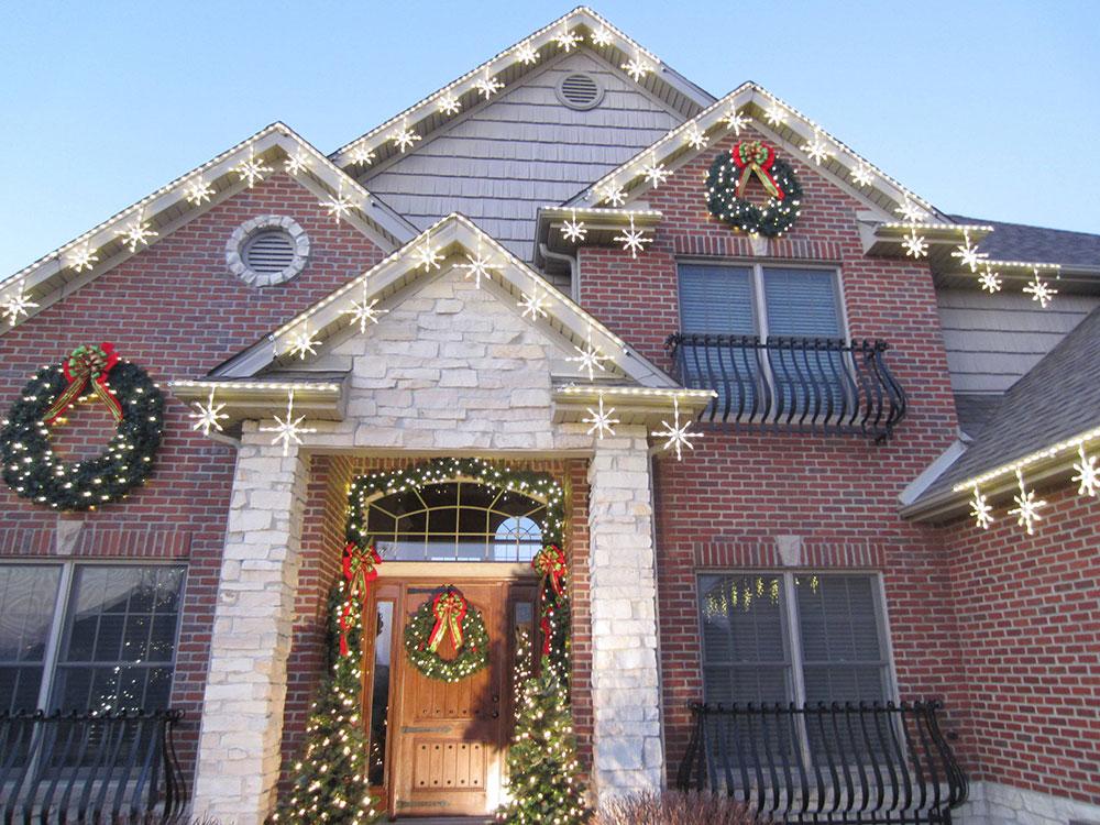 Éclairage-Clients-par-LKM-Tonte-Aménagement Paysager Idées de lumières de Noël extérieures à utiliser lors de la décoration de votre maison
