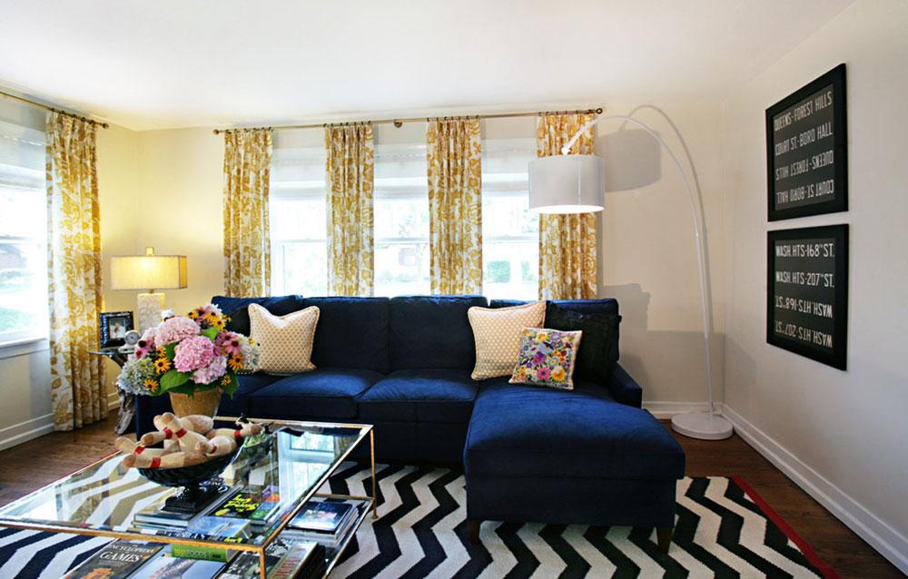 Western-Springs-Living-Room-by-Debbie-Basnett-Interiors-LLC Comment organiser les meubles dans un salon maladroit