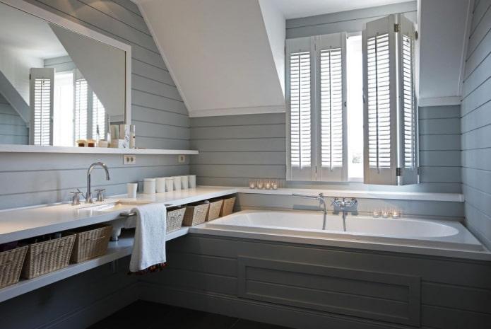 doublure grise dans la salle de bain