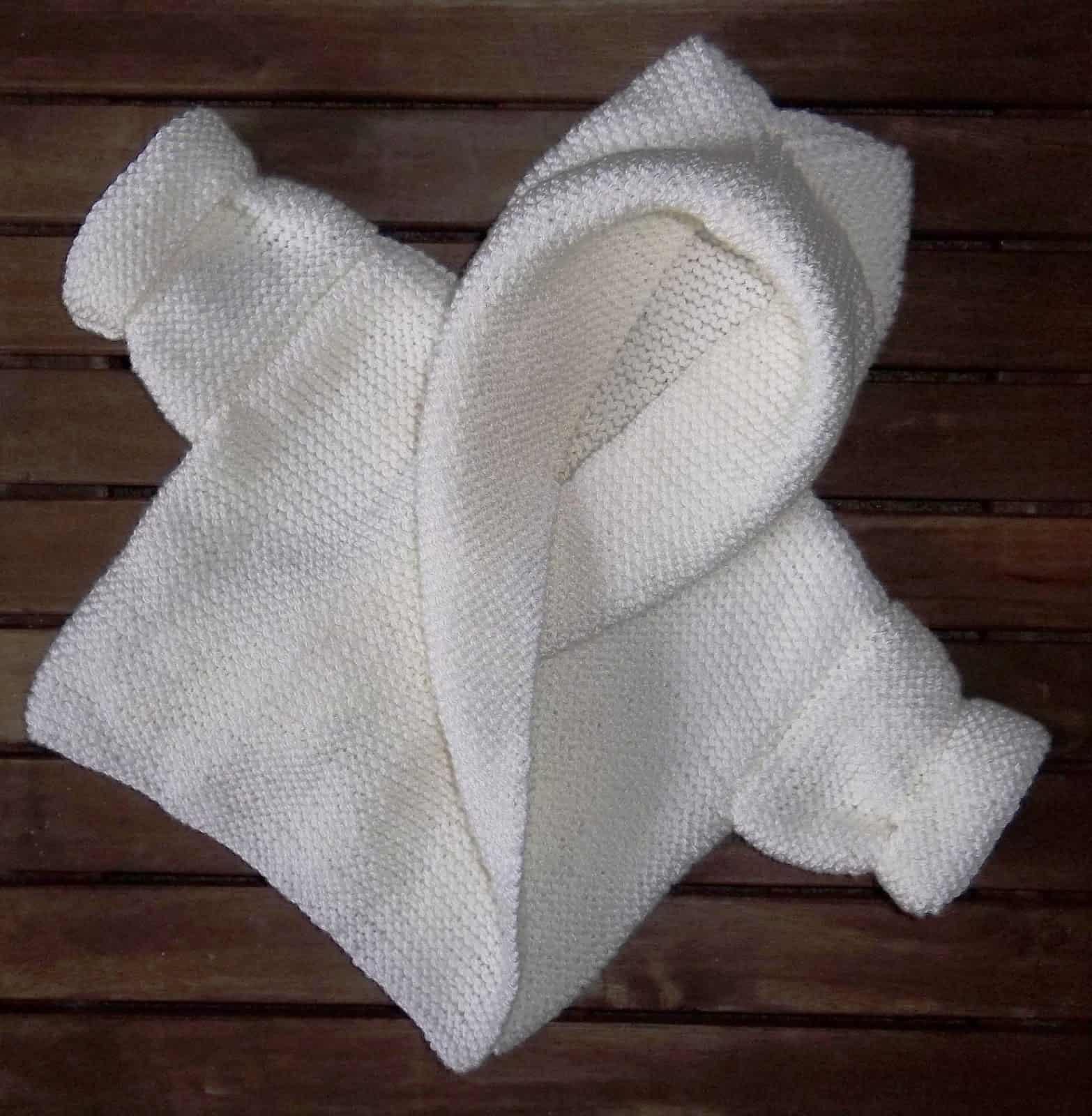 Pull à capuche enveloppant 15 beaux modèles de pulls tricotés pour bébé pour se préparer pour l'hiver