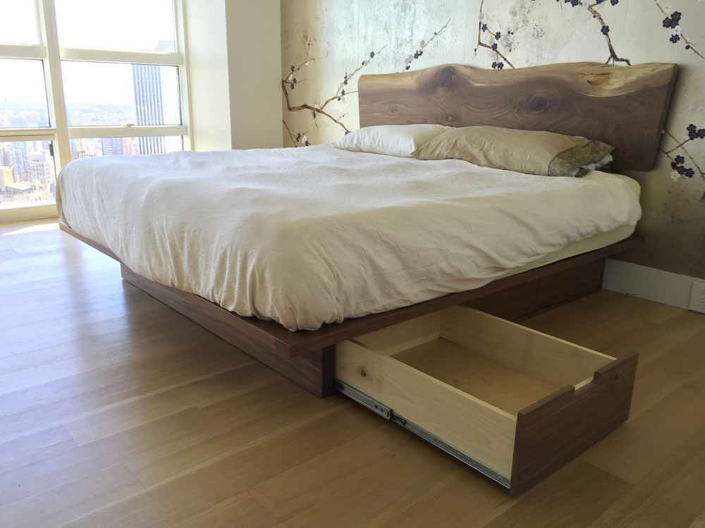 Natural-edge-walnut-storage-platform-bed-by-Appalachian-Joinery Les lits plateforme sont-ils confortables?  Pourquoi devriez-vous en acheter un