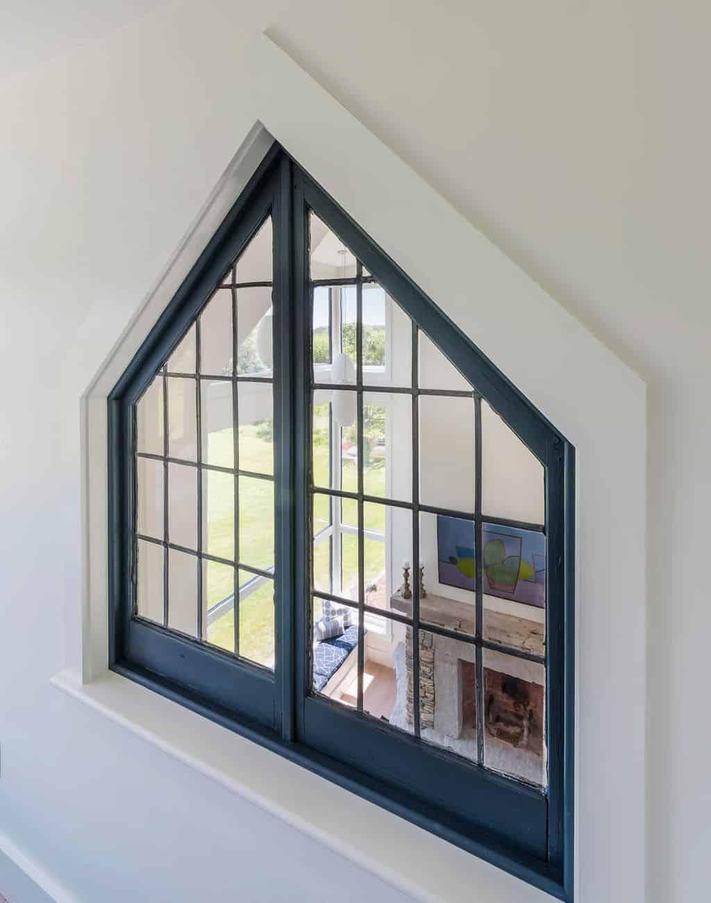 ferme-moderne-récupérée-fenêtre-donnant-salle-de-séjour
