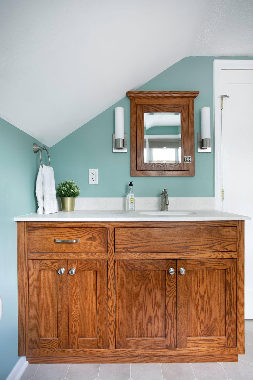 Longfellow-kitchen-bath-and-mudroom-by-Emily-Blonigen Que faire avec de vieilles armoires de cuisine (idées d'armoires réutilisées)