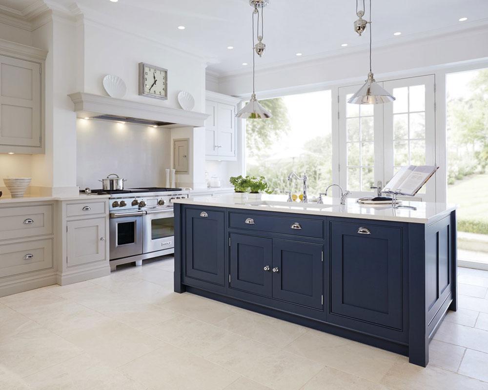 Luxury-Blue-Painted-Kitchen-by-Tom-Howley Que faire avec de vieilles armoires de cuisine (idées d'armoires réutilisées)