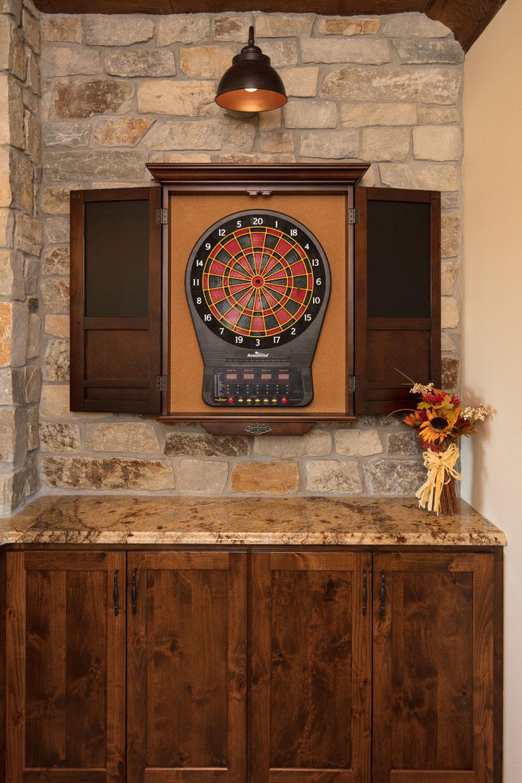 Maple-Lake-Game-Room-by-Plekkenpol-Builders-Inc Que faire avec de vieilles armoires de cuisine (idées d'armoires réutilisées)