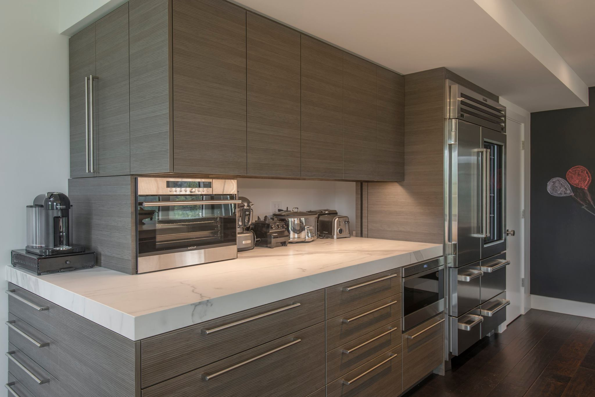 fm-distribution-neolith-classtone-estatuario-and-beton-modern-kitchen-side-coutner-with-applicances