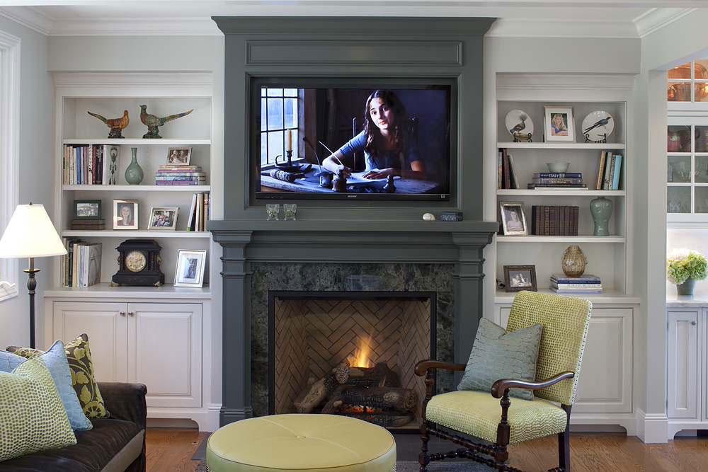 Project-in-Tiburon-by-Julie-Williams-Design Comment décorer un manteau de cheminée (Idées de décoration soignées)