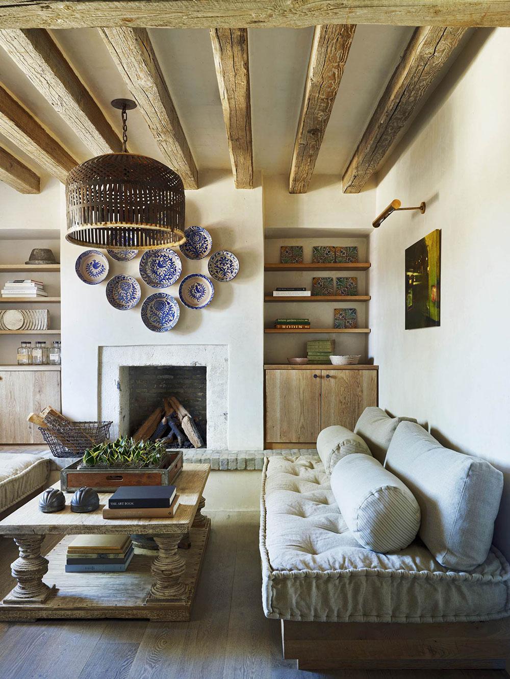 Rustic-Eclectic-Farmhouse-by-David-Michael-Miller-Associates Comment décorer un manteau de cheminée (idées de décoration soignées)