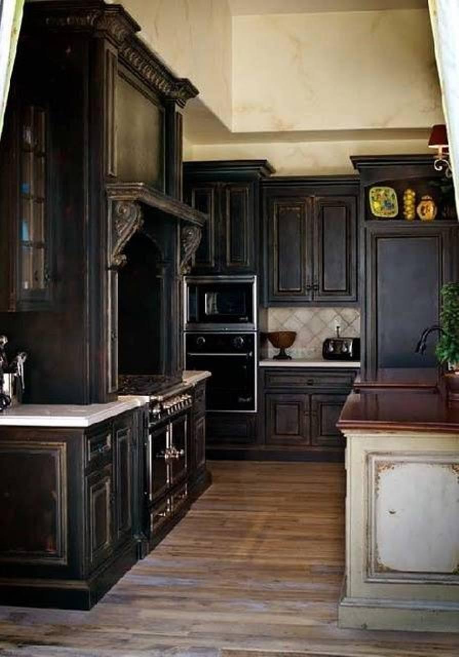 design-redoutable-des-armoires-de-cuisine-noires-rustiques-en-bois-avec-simple-comptoir