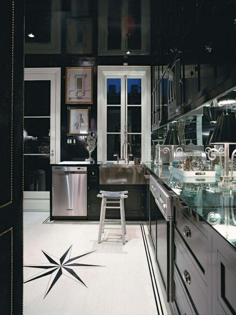 cuisine-dramatique avec armoires noires