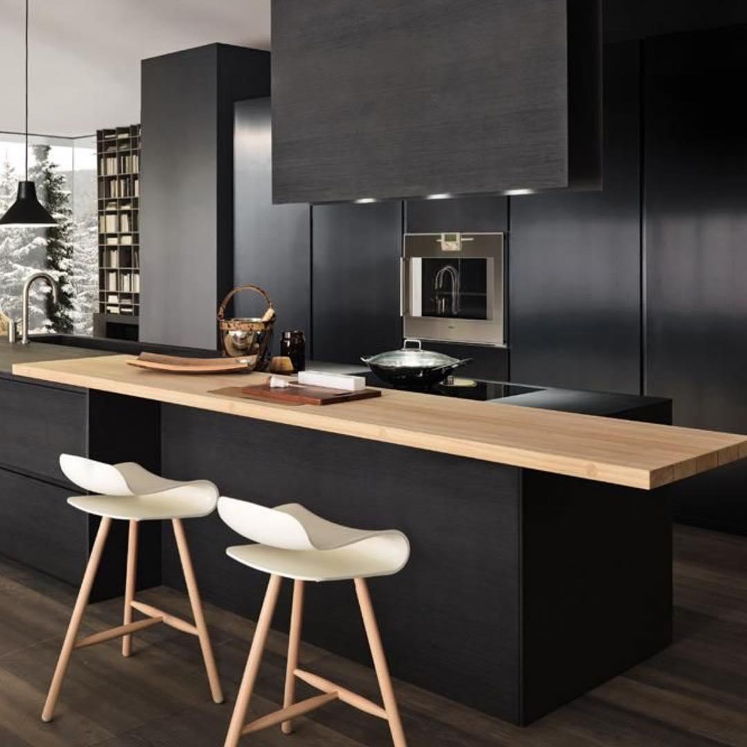 armoires-de-cuisine-noires-comme-hotel-cool