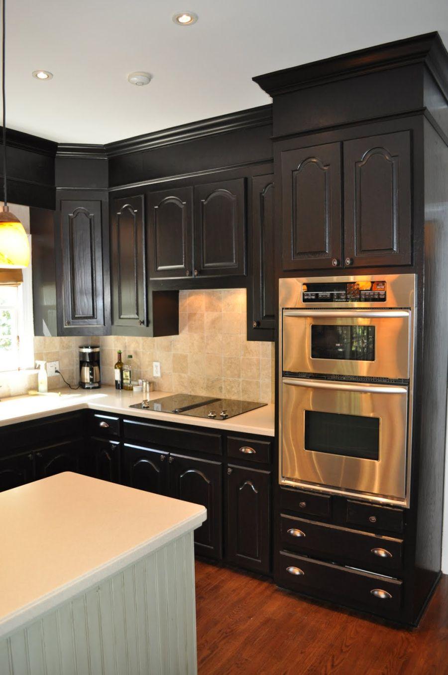 armoires-de-cuisine-noires-soffites
