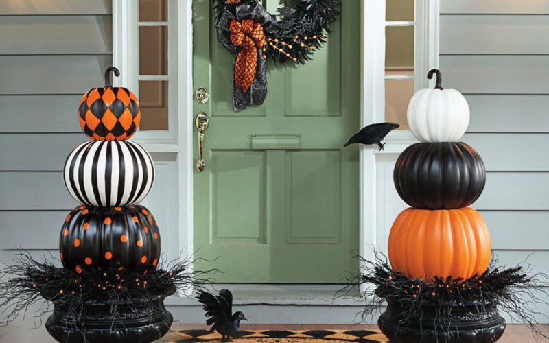 go-black Modern Halloween décor that you can try in your house