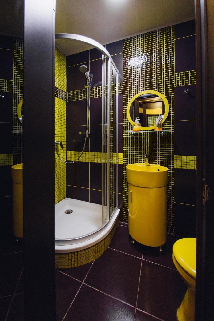 salle de bain noire et jaune