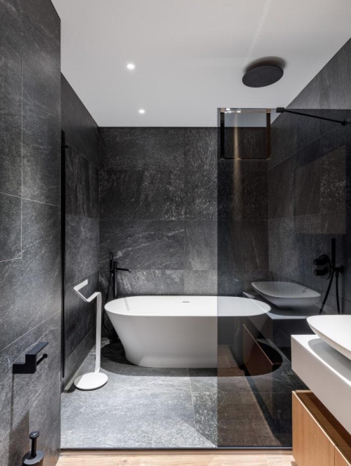 carreaux de marbre dans la salle de bain