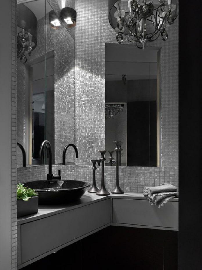 mosaïque miroir sur le mur