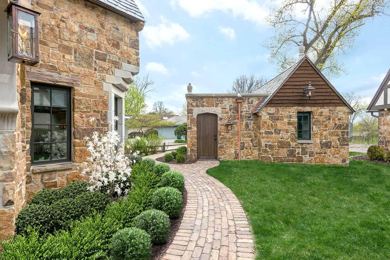 maison-traditionnelle-en-pierre-exterieur